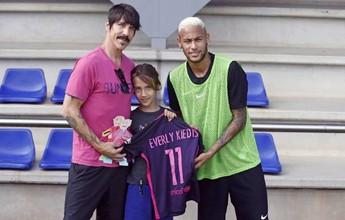 BLOG: Neymar recebe visita de  vocalista do Red Hot Chili Peppers no treino do Barça