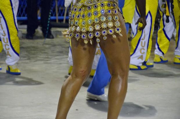 Juliana Alves se machuca  (Foto: Fernando Cazaes / AgNews)