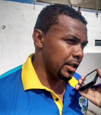 Marcelo Mendes, técnico do Arasioses, fala sobre partida contra o Moto Club (Foto: Afonso Diniz / GloboEsporte.com)