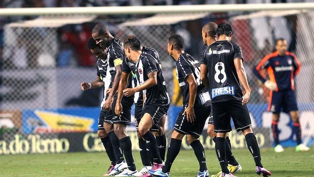 Dedé comemora gol do Vasco contra o Fluminense (Foto: Guilherme Pinto / Ag. O Globo)