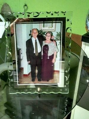 Porta-retrato com foto da celebração de 60 anos de casados de Ivalvino e Diva (Foto: Rafael Max/Arquivo Pessoal)