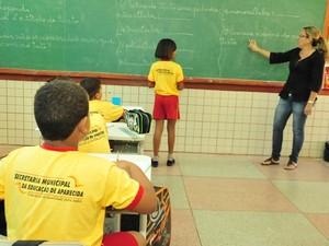 Profissionais vão atuar na rede de ensino do município (Foto: Divulgação/Secom Aparecida)