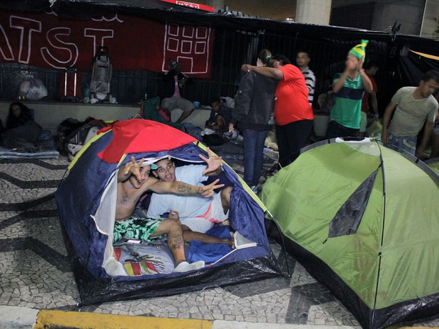 Integrantes do Movimento dos Trabalhadores Sem Teto (MTST) acampam em frente à Câmara Municipal de São Paulo (Foto: Cristiano Novais/ Estadão Conteúdo)