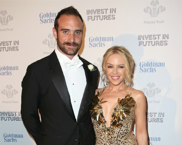 Kylie Minogue e Joshua Sasse (Foto: Getty Images)