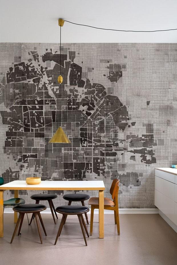 Décor do dia: sala de jantar com papel de parede desconstruído (Foto: Divulgação)