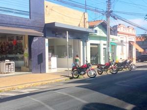 Loja de roupas infantis na Paulista foi furtada em Piracicaba  (Foto: Thainara Cabral/G1)