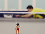 Desafio Olímpico: mesatenista usa saques de efeito para acertar bonecos