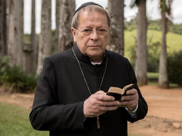 O religioso está à frente do convento de Campobello  (Foto: Fábio Rocha/ TV Globo)