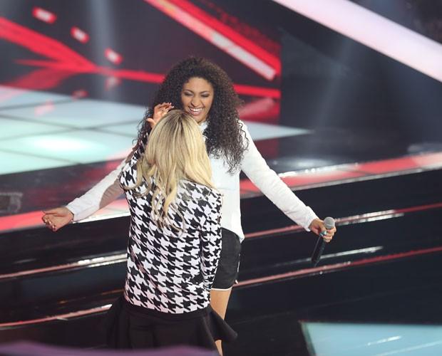 Bruna faz a escolha e corre para abraçar a técnica (Foto: (Foto: Isabella Pinheiro/TV Globo))