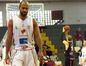 basquete Tijuca x Joinville (Foto: Felipe Piazentin / Databasket.com)
