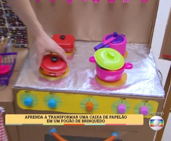 No 'É de casa', Peter Paiva ensina a fazer um fogão de brinquedo (Foto: TV Globo)