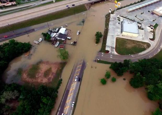 Área alagada na região do condado de Fort Bend, no estado do Texas (Foto: Texas DOT-Houston/Reuters)