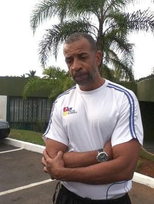 Pipoca, reúne para mandar 'forças' ao jogador atingido por tabela (Foto: Fabio Marques / Globoesporte.com)