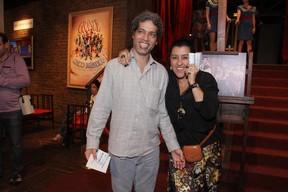 Regina Casé com o marido, Estevão Ciavatta, em show no Rio (Foto: Foto Rio News)