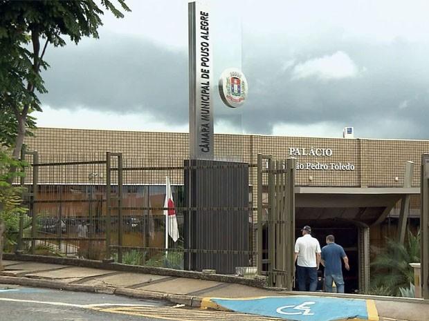 Câmara de Pouso Alegre aprova reestruturação de salários para 2014 (Foto: Edson de Oliveira / EPTV)