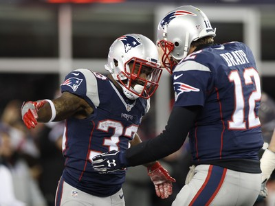 O running back do New England Patriots Dion Lewis comemora touchdown com Tom Brady em jogo decisivo na NFL (Foto: Greg M. Cooper-USA TODAY Sports)