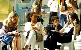 Taís Araújo, Leandra Leal e Isabelle Drummond gravam cenas no aeroporto