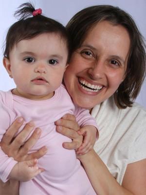 Patricia Sartori com a filha Luana: sem horário para consulta até 2013 (Foto: Reprodução/Arquivo pessoal)