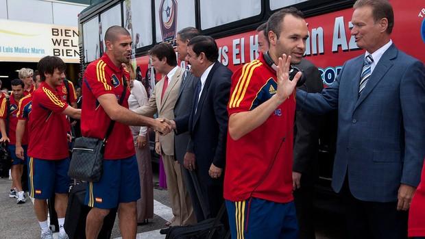 Iniesta, Desembarque Espanha (Foto: Agência AP)