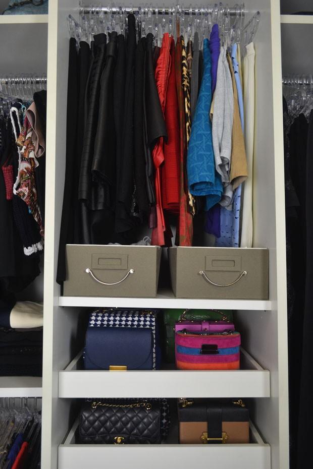 Closet de blogueira: Helena Lunardelli mostra como organiza roupas e sapatos (Foto: Amanda Sequin)