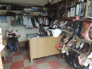 Na loja de três metros quadrados, nada mudou em 46 anos (Foto: Rodolfo Quaranta/ G1)