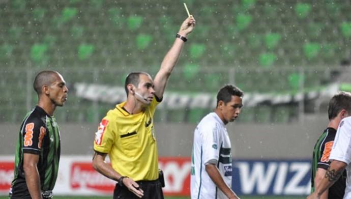 árbitro Renan Roberto de Souza (Foto: Reprodução / Site oficial do AFC)