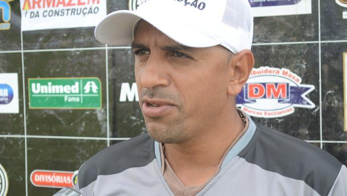 Técnico Lecheva, do São Raimundo Esporte Clube de Santarém (Foto: Adonias Silva/G1)