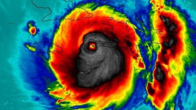 """A """"face da morte"""": muita gente visualiza um monstro no foto da NASA que registrou a passagem do furacão Matthew pelo Haiti (Foto: Nasa)"""