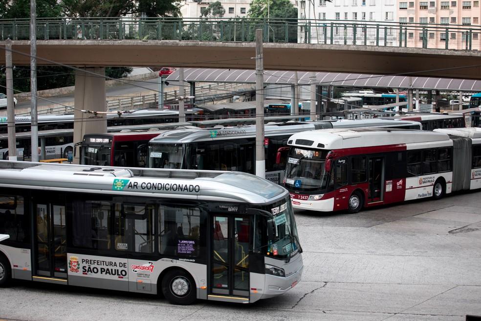 Movimentação de ônibus no Terminal Bandeira, no centro de São Paulo (Foto: Marcelo Brandt/G1)
