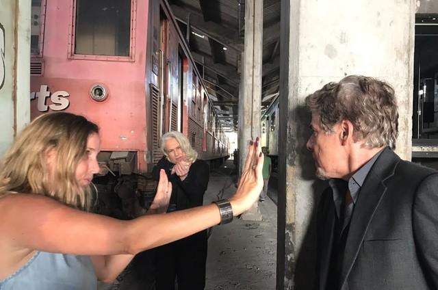 'A lei do amor': Natália Grimberg orienta Vera Holtz e José Mayer (Foto: Divulgação)