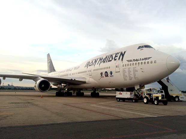 Ed Force One, avião da banda Iron Maiden, aterrissando no Aerporto JK, em Brasília (Foto: Divulgação)