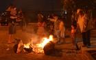 Famílias se reúnem em torno da fogueira (Krystine Carneiro)