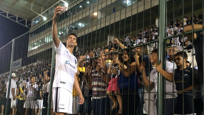 Cleiton zagueiro do ABC (Foto: Augusto Gomes/GloboEsporte.com)