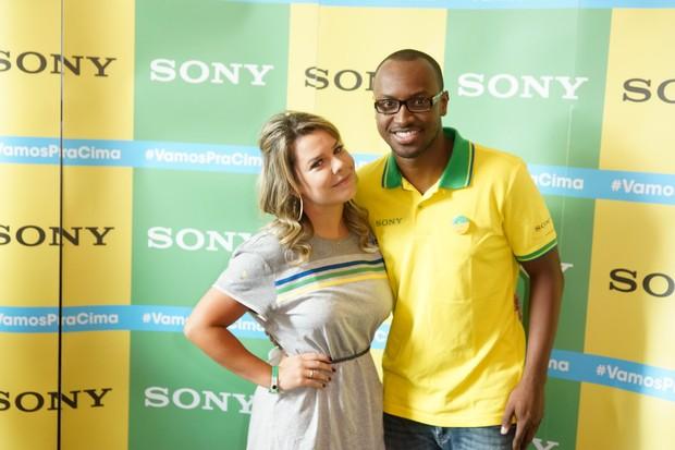 Fernanda Souza e Thiaguinho no Ponto de Encontro de encontro Sony do jogo Brasil x Alemanha - BH (Foto: Sony Produtora 7)