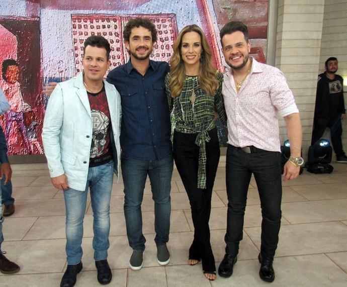 Andreoli e Ana Furtado com a dupla João Neto & Frederico (Foto: Paula Santos/Gshow)