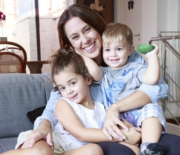 Dani Monteiro adora um chamego com os filhos (Foto: Ellen Soares/Gshow)