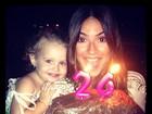 Thaila Ayala faz aniversário e ganha bolo feito por Paulo Vilhena