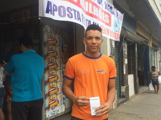Rodrigo de Jesus diz que ajudaria Hospital do Câncer, caso ganhasse o prêmio (Foto: Henrique Mendes / G1)