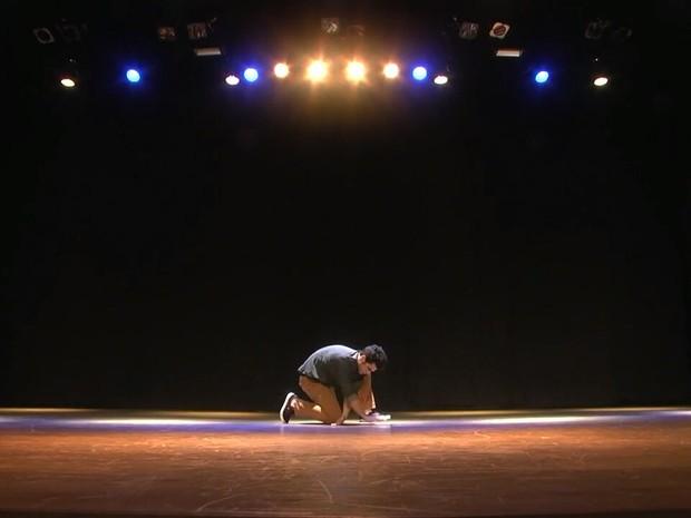 João Paulo Krug dança pela Cia Lotus, de Curitiba (Foto: Arquivo pessoal)