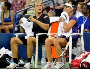 Bruno e Ekaterina durante intervalo do confroto com Clijsters e Bryan (Foto: Divulgação / US Open)