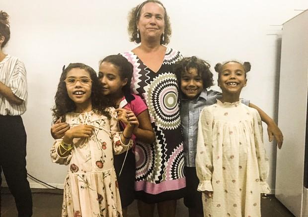 Dona Sônia com os netos (Foto: Renata Garcia)