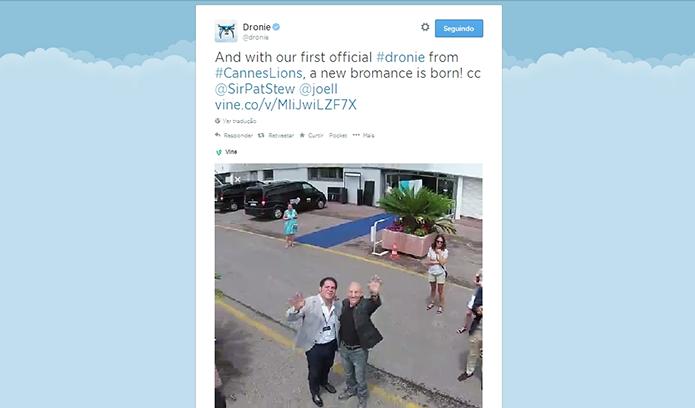 Primeiro vídeo capturado pelo Dronie mostrou o ator Patrick Stewart (Foto: Reprodução/Twitter)