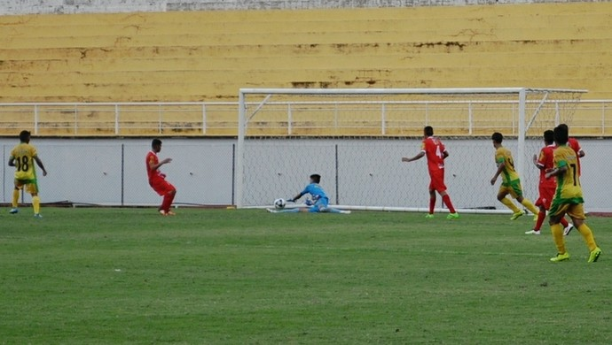 Defesa Thiago Rio Branco-AC Sub-19 (Foto: Duaine Rodrigues)