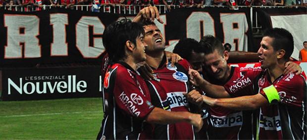 Jogadores do Joinville comemoram segundo gol contra o Guarani (Foto: Divulgação Site Oficial do Joinville)