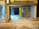 Grupo invade agência bancária e usa explosivos para arrombar cofre na BA