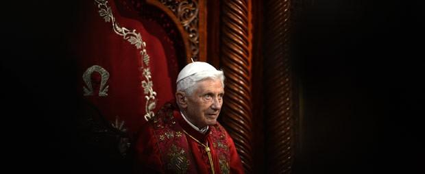 O papa Bento XVI durante cerimônia na catedral de São Paulo, na cidade libanesa de Harissa, nesta sexta-feira (14) (Foto: AFP)