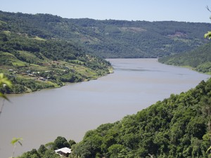 Rio Uruguai possui 1.800 quilômetros de extensão (Foto: Spry Vídeo/Divulgação)