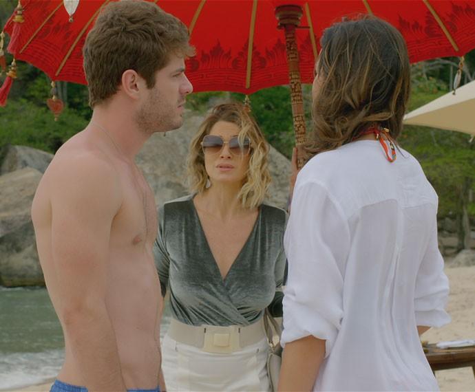 Casal decide voltar para conhecer a pequena (Foto: TV Globo)