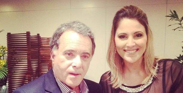 Tony Ramos e a apresentadora Jessica Leão (Foto: Reprodução / TV Diário)