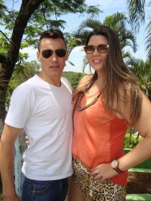 Casal passou o fim de semana na clínica em Araçoiaba da Serra e anunciaram o casamento (Foto: Divulgação/Q!Notícia)
